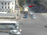 На Торговой стороне Великого Новгорода образовалась пробка из-за неумелого водителя