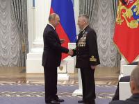 Николай Варухин получил награду из рук Владимира Путина