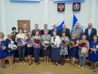 Новгородских медработников поздравили и наградили накануне профессионального праздника