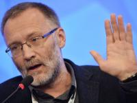 Политолог Сергей Михеев пояснил, почему футбольные фанаты поют «Калинку», а не современные хиты