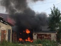 Произошел пожар в гаражном комплексе на улице Хутынской