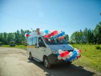 Шимский дом-интернат получил от благотворительного марафона автобус на миллион