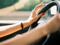 Совесть горе-мамаши из Старой Руссы пришлось реанимировать лишением водительских прав