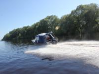 Теперь новгородские судебные приставы ловят должников и на воде