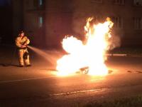 В Великом Новгороде неизвестные хулиганы устроили посреди улицы мусорно-огненное шоу