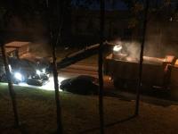 Автомобиль на одной из улиц Великого Новгорода помешал вовремя заменить асфальт