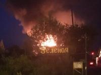 Ночью пожарные тушили полыхающую дачу в Панковке
