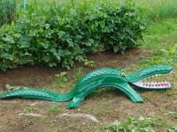 Новое украшение усадьбы от умельцев из Поддорского района - крокодил из покрышки