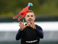 Перед встречей с Хорватией креативная сборная Англии тренировалась с резиновыми символами Франции