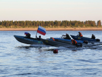 Петровщина в Усть-Цильме: задушевные посиделки у костра и гонки на моторных лодках