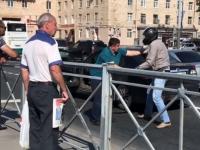 У хорошо знакомой новгородцам станции метро «Московская» знатно подрались мотоциклист и водитель иномарки
