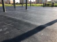 В парке Юности закончили укладку резинового покрытия, и оно уже требует замены
