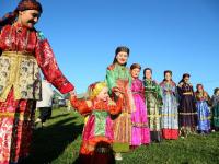 В Усть-Цильме новгородцы узнали, как выглядят бесконечность и губернатор в народном костюме