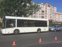 В Великом Новгороде несколько часов стоял автобус ТГК-2 после ДТП