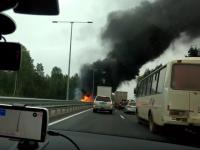 Видео: на трассе М-11 полыхает бензовоз