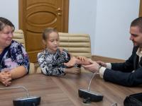 Девятилетняя петербурженка протестирует бионический протез новгородских разработчиков