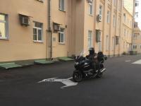 Губернатор Новгородской области приехал на работу на мотоцикле