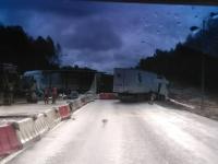 На М-10 на месте дорожных работ под Валдаем столкнулись четыре грузовика: есть погибшие