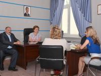 На прием к Елене Писаревой пришли граждане и руководители управляющих компаний