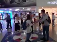 Танцующие люди в «Мармеладе»: перформансы в Великом Новгороде продолжаются
