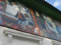 Улицу Боровичей украсили огромные баннеры со сказочными героями