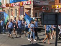 В Боровичах десантники прошли маршем по центральным улицам