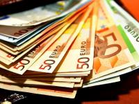 В Старорусском районе мужчина украл из тайника своих знакомых крупную сумму иностранной валюты