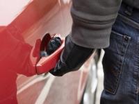 В Великом Новгороде автомобиль не угнали, а украли