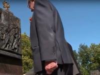 В Великом Новгороде почтили подвиг самопожертвования Александра Панкратова у барельефа стелы «Город воинской славы»