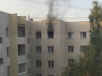 В Великом Новгороде пожарные спасли четверых человек из горящей квартиры