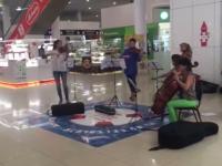 Видео: в Мармеладе новгородцам подарили час классической музыки