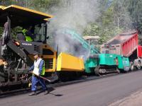 Ямы на дорогах Новгородской области ремонтируют картами и струйно-инъекционным методом