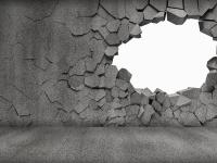 Жители Валдайского района не могли пройти к озеру из-за бетонной стены