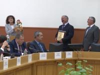 Глава новгородской компании «Трест-2» заслужил поездку на сказочный бал и конфетный талисман
