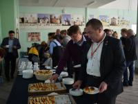 Какими «колбасками» кормят на научной встрече?