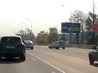 Видео: «неадекват из 53 региона» едва не устроил ДТП в Петербурге