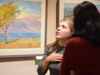 Дивный новый мир: в Великом Новгороде открылась выставка Оксаны Немолочновой