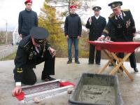 Капсулу времени заложили в основание памятника морякам в Боровичах