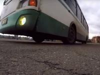 Новгородские водители автобусов посоревновались в умении закладывать виражи