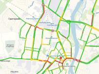 С самого утра ряд улиц Великого Новгорода стоит в пробках из-за аварий