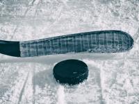 Ура! Счастливая клюшка спортсмена-должника вернулась в хоккейную команду