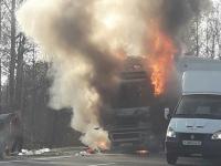 В Чудовском районе загорелась фура после столкновения с другим большегрузом