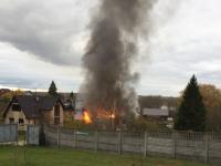 В Хутыни недалеко от монастыря горит дом