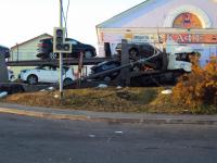 В Валдае водитель фуры попал в реанимацию после того, как снес стену кафе