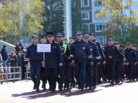 В Великом Новгороде День сотрудника ОВД отметили перетягиванием «Газели»