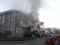 Видео: в Великом Новгороде горит торговый центр «Барк»