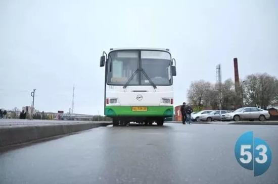 Новгородцы снова смогут ездить в  «Айсберг» на автобусе