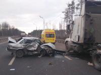 Чудом выживший в ДТП с грузовиками водитель отказался от госпитализации