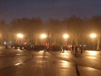 Фотофакт: новгородские коммунисты в темноте празднуют день Октябрьской революции