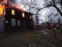 Глава Окуловского района рассказал о том, как помогут 17 жителям сгоревшего дома